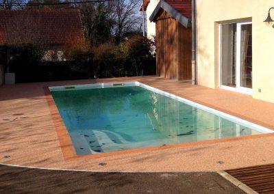 Plage de piscine à Roset Fluans