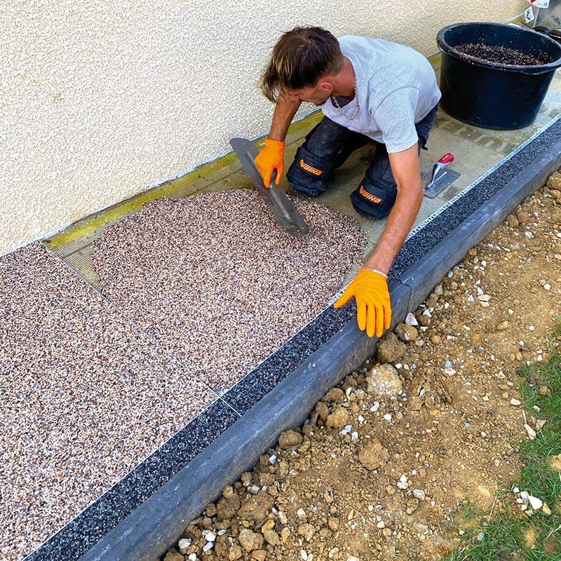Application horizontale des granulats de marbre et résine par Bélaribi Résine